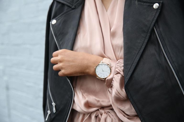 Czym się kierować wybierając damski zegarek?