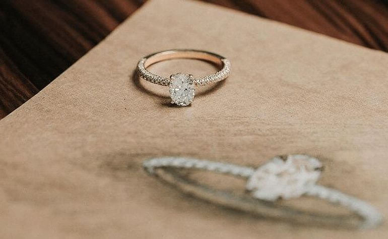 Jaki pierścionek wybrać z okazji zaręczyn?