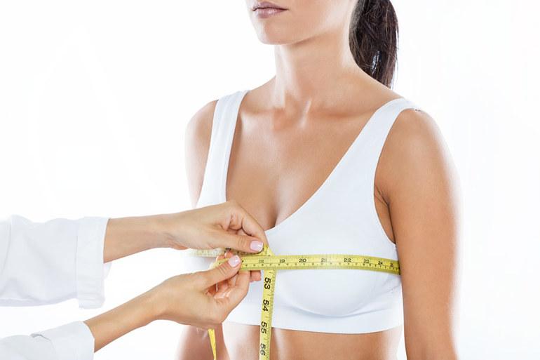 Czy tabletki na powiększenie biustu mogą być alternatywą dla implantów?