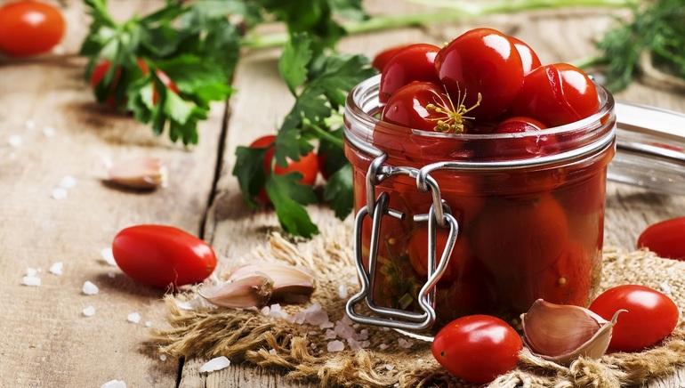 Marynowane pomidory – z czym podawać?