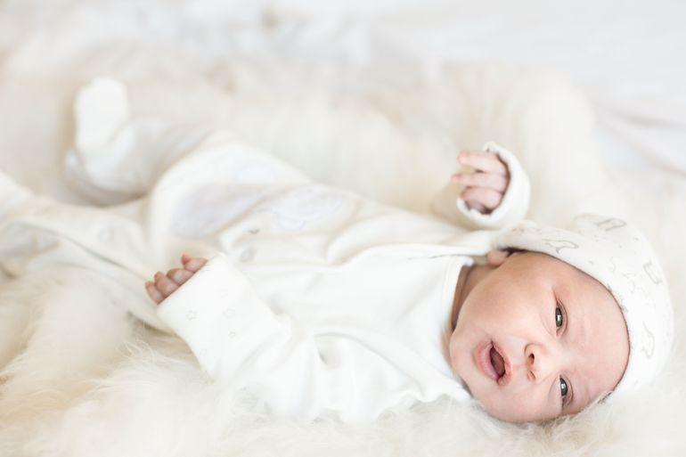 Jak ubrać dziecko na chrzest? Kilka praktycznych wskazówek