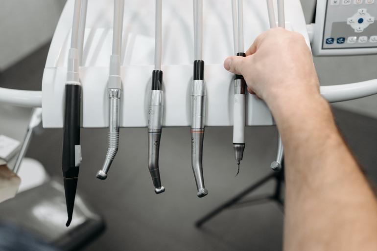 Jak wybrać wyposażenie do gabinetu stomatologicznego?